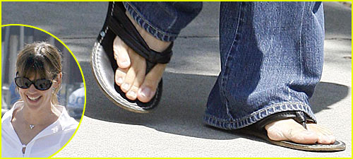 Jennifer-Garners-Crossed-Toe-Justjared.com_